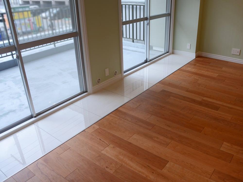 水濡れ対策で床にはタイルを。