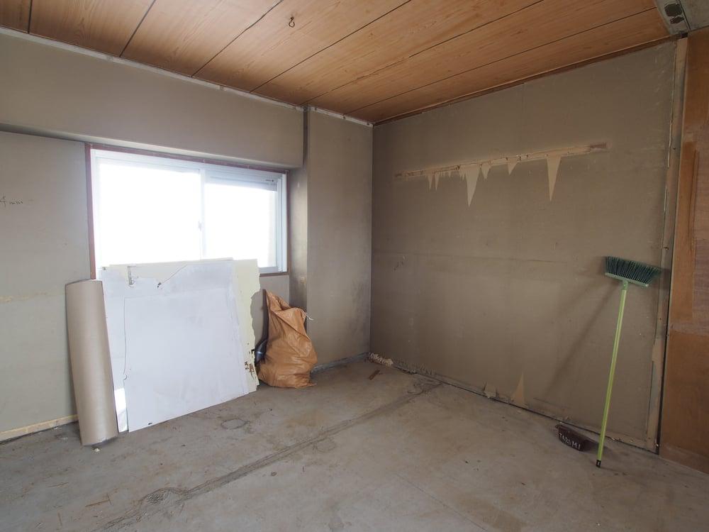 内部には枕棚とハンガーパイプを設置予定。