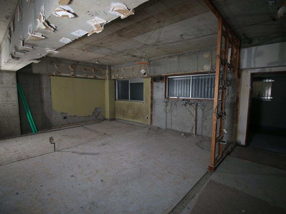 元キッチンに残っていたタイルなども撤去