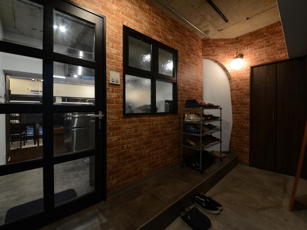リビングへの扉と室内窓