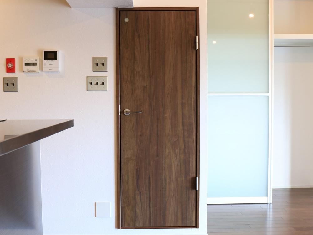 トイレスペースの扉