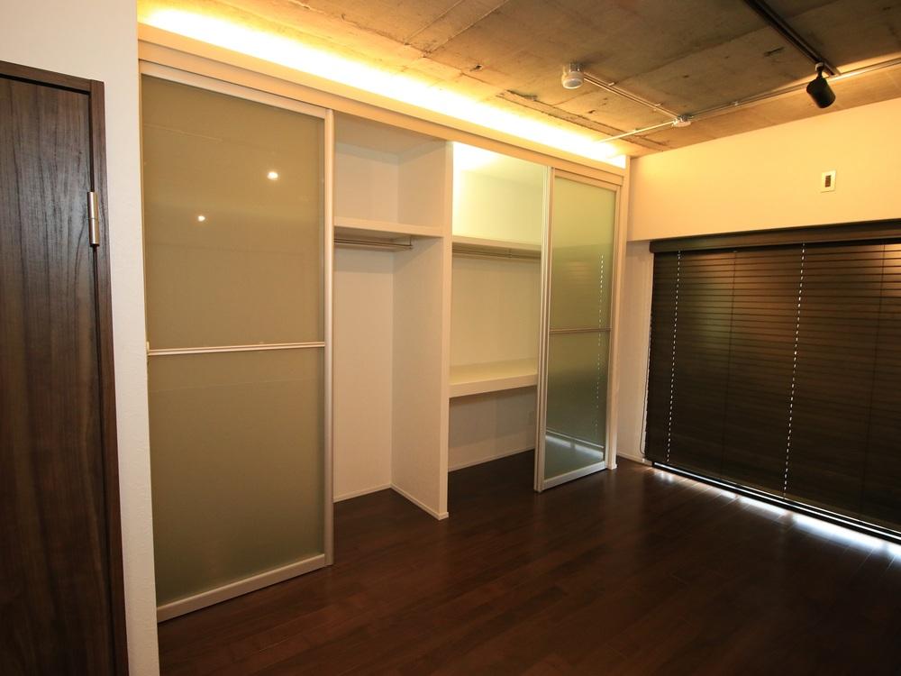 収納スペースの間接照明