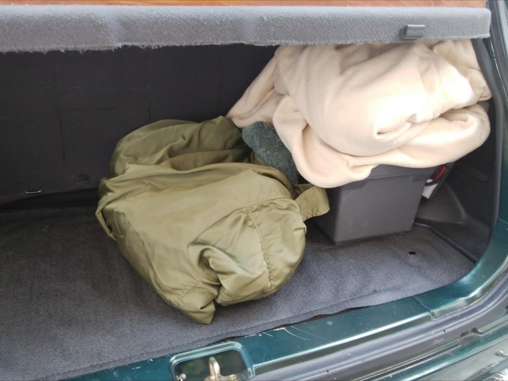 作業ジャンパーに毛布