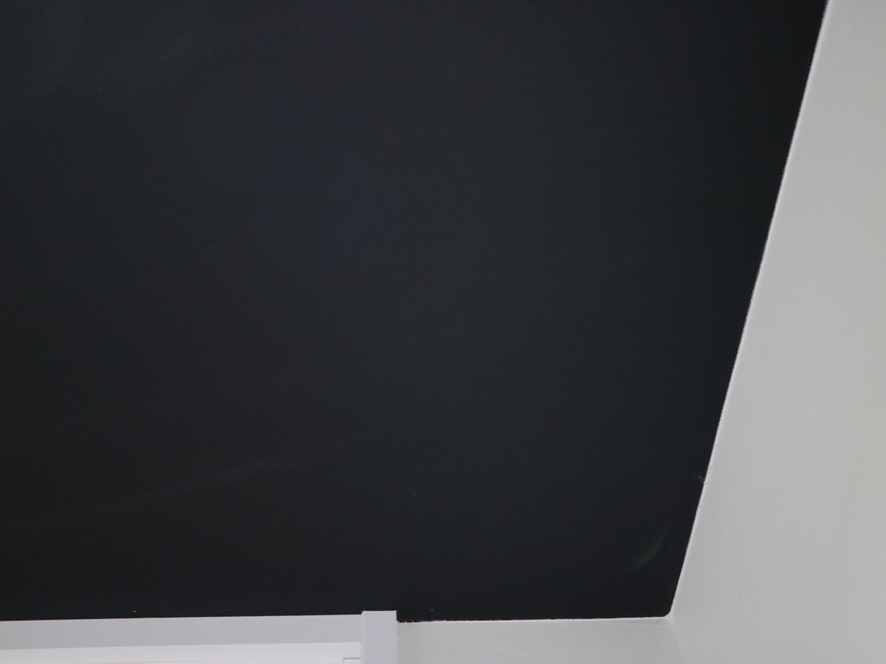 サンゲツのクロスTH8775を天井に。