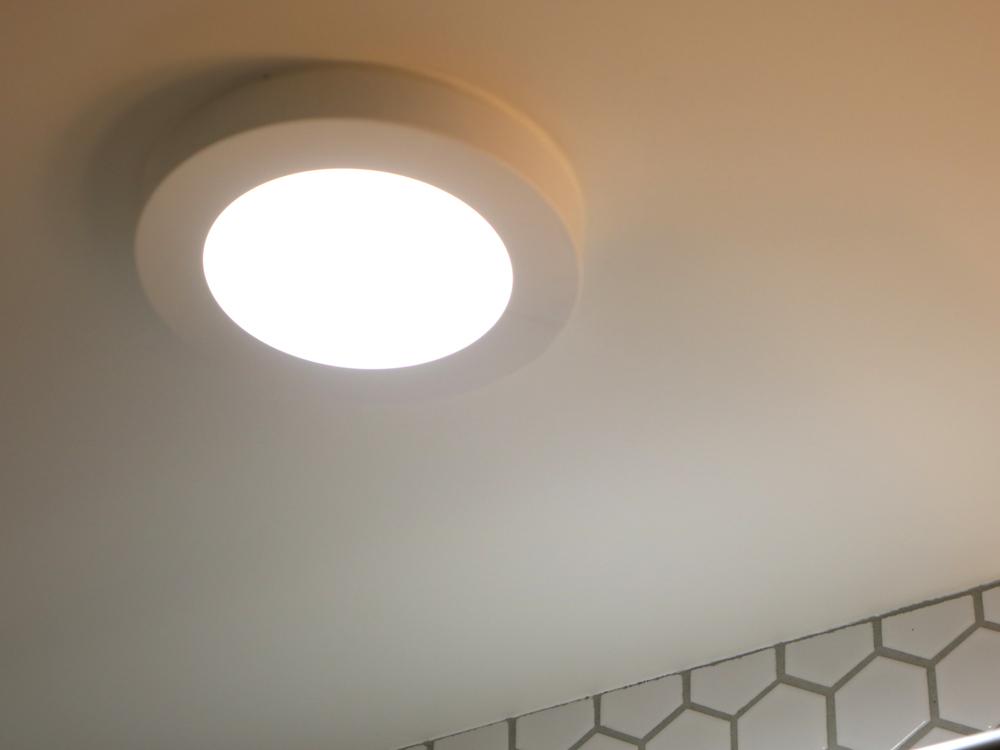LED一体型の小型シーリング(AH45696L)・コイズミ