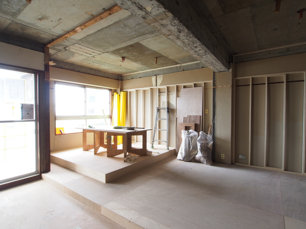 一段高くなっている部分は洋室です。