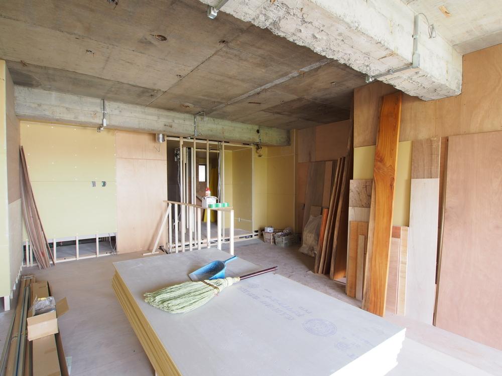 天井に残っていた木片を撤去