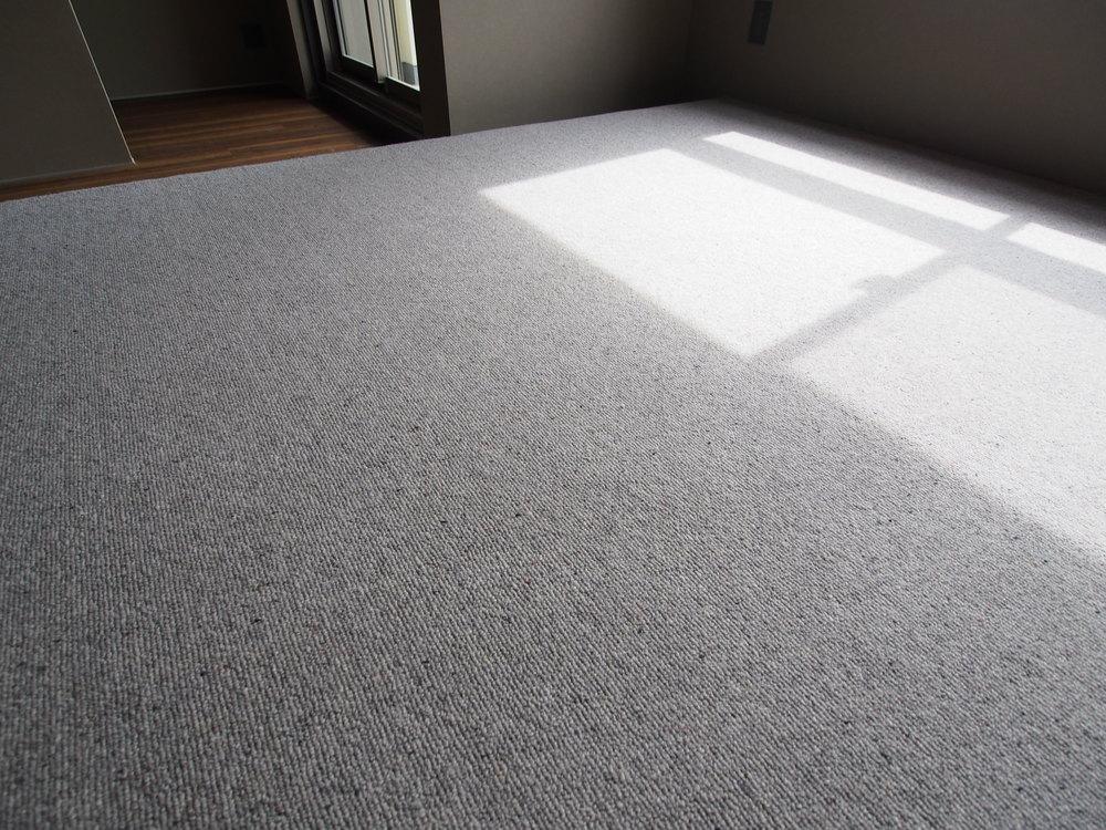 ベッドスペースの床はシンコールのカーペット・SK-5574