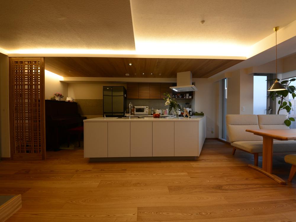 キッチン上部に間接照明