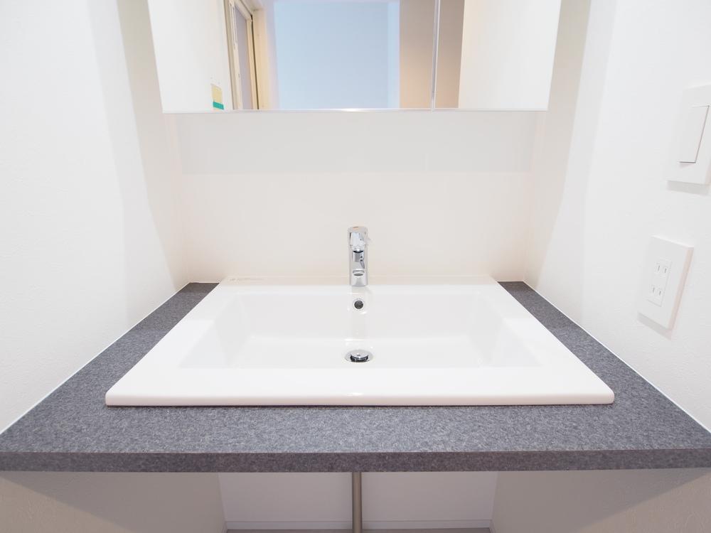 GESSIの半埋込ボウルを使った造作洗面台