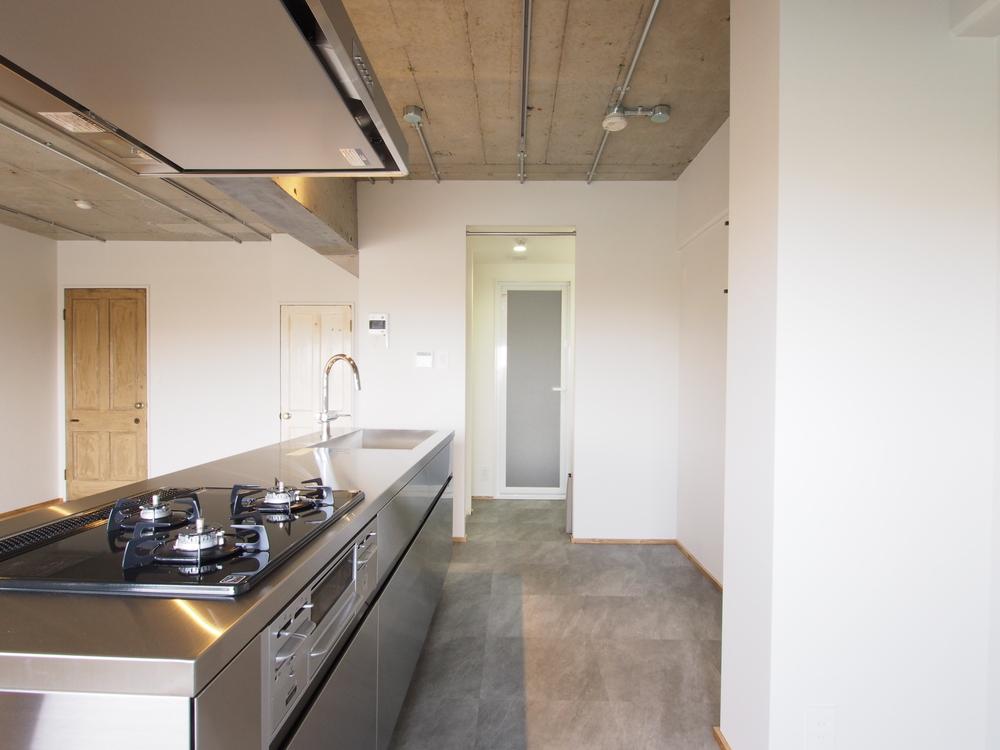 キッチンからは洗面室へアクセスできます