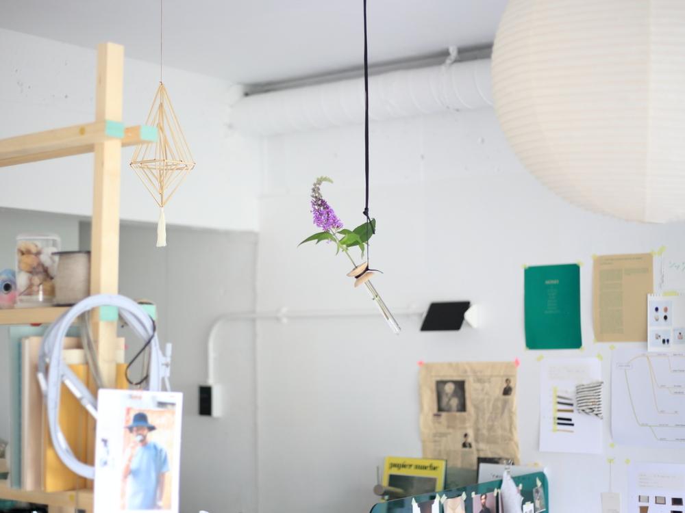 天井から吊るしたsuspended flower