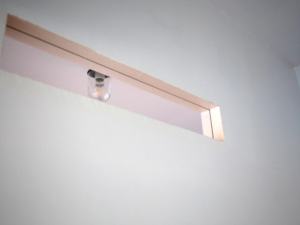 完成した横長の室内窓(スリット窓)
